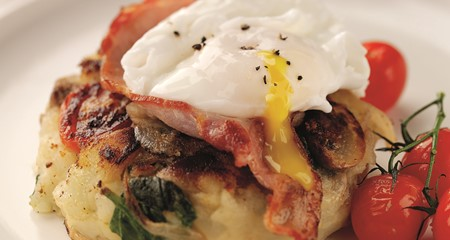 Breakfast hash with bacon and poached eggs recipe