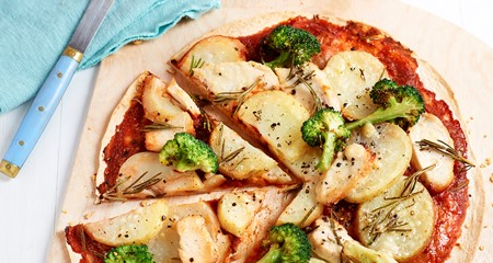 Potato, chicken, broccoli and rosemary pizetta recipe