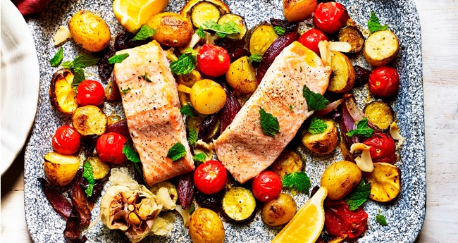 Mediterranean salmon & potato summer traybake